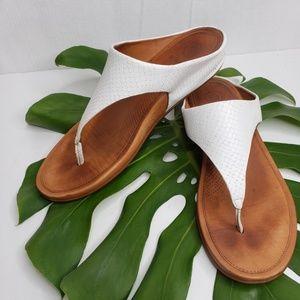 Fitflop White Snake Print Thong Sandal Size 9/41